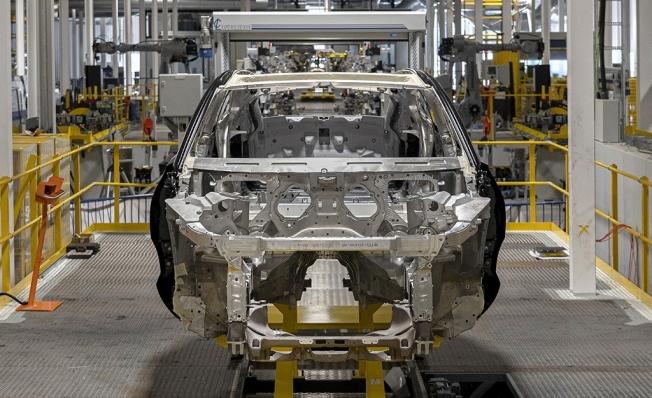 Aston Martin DBX - producción
