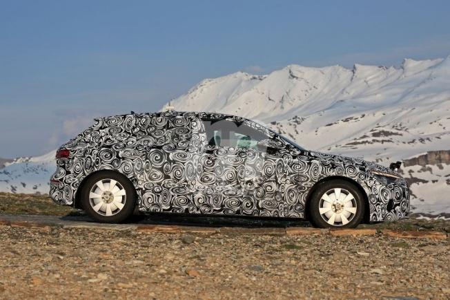 Audi A3 Sportback 2020 - foto espía lateral