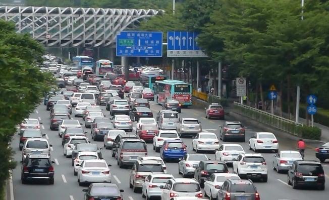 Tráfico en la ciudad de Shenzhen, China