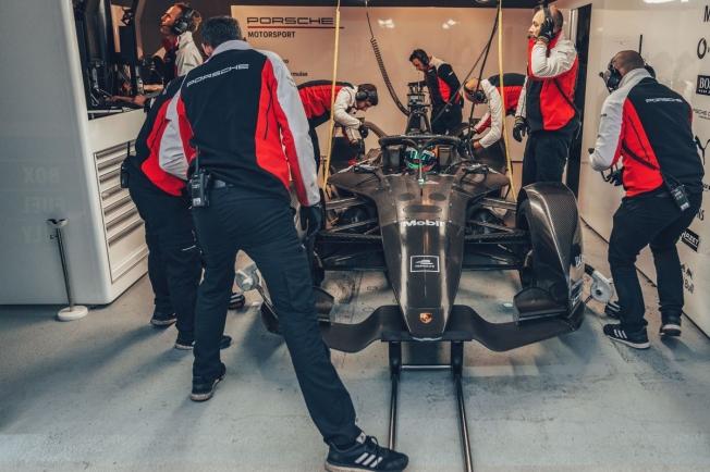 Porsche llega al ecuador del desarrollo de su 'Gen 2'