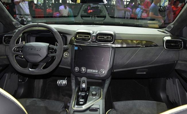 Lynk & Co 03+ - interior