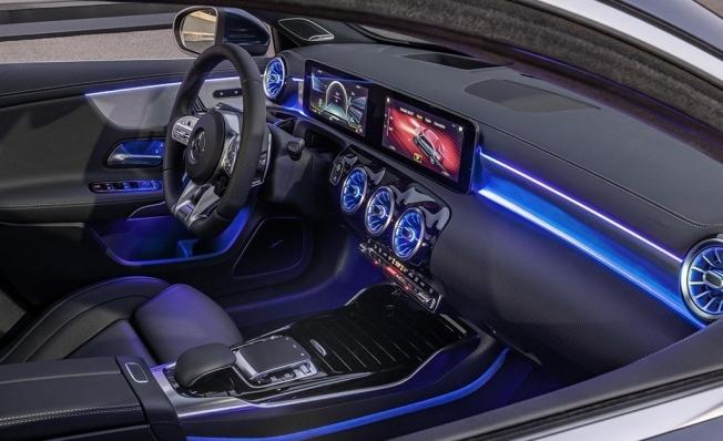 Mercedes-AMG A 35 4MATIC Sedán - interior