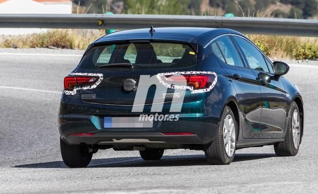 Opel Astra 2020 - foto espía posterior