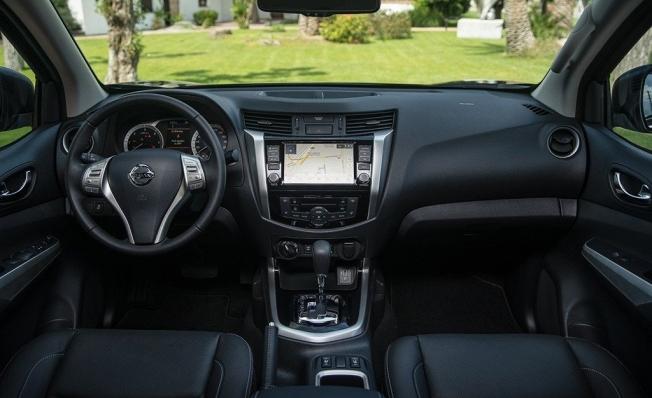 Nissan Navara 2019 - interior