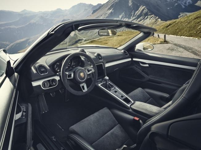 Porsche 718 Spyder GT4 - interior