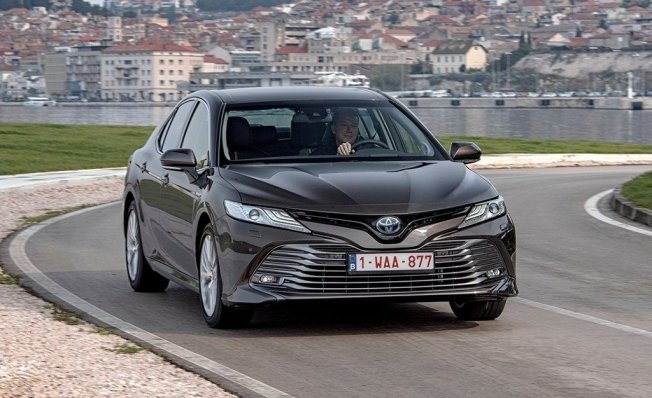 Toyota Camry Hybrid - frontal