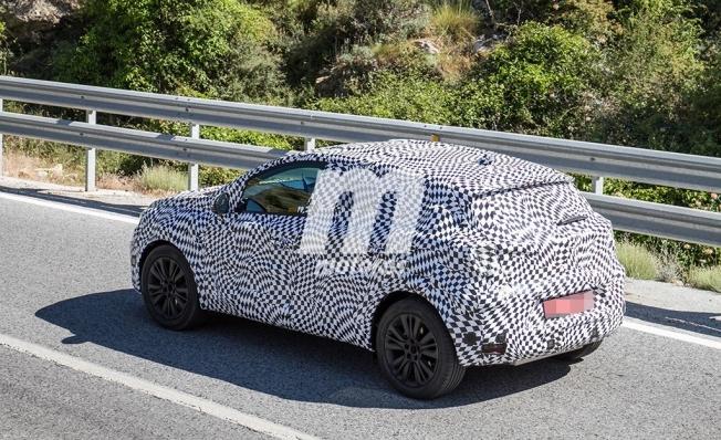 Renault Captur e-Tech - foto espía
