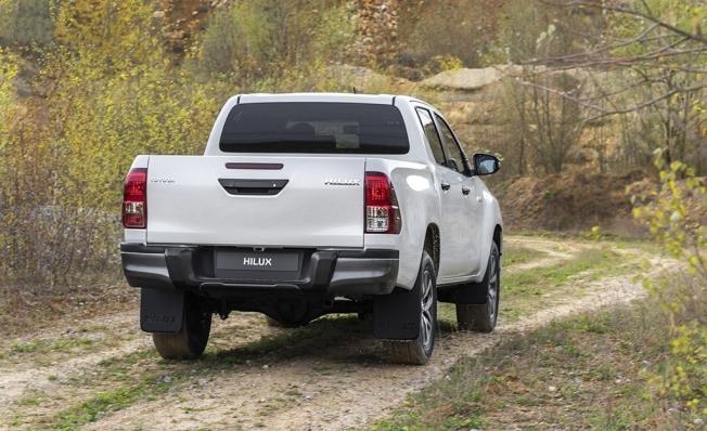 Toyota Hilux Legend Black - posterior