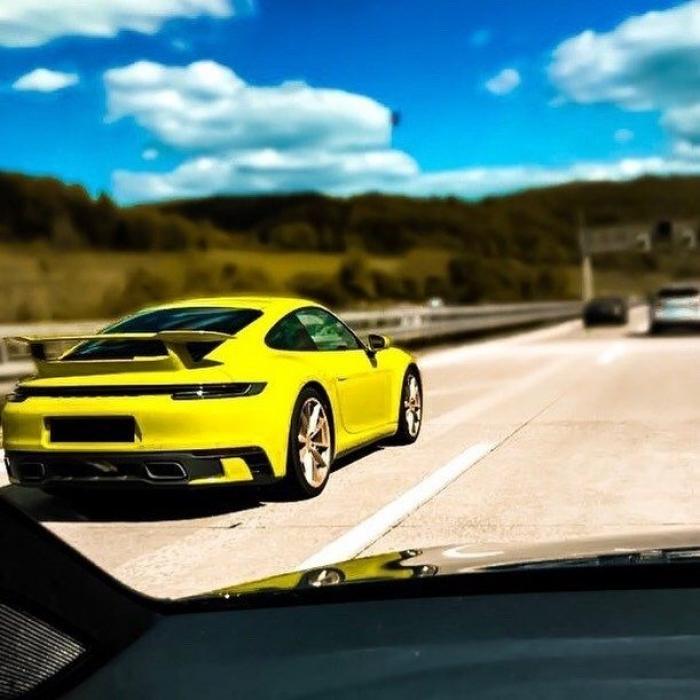 El nuevo Porsche 911 Carrera base luce los nuevos paquetes SportDesign y Aerokit