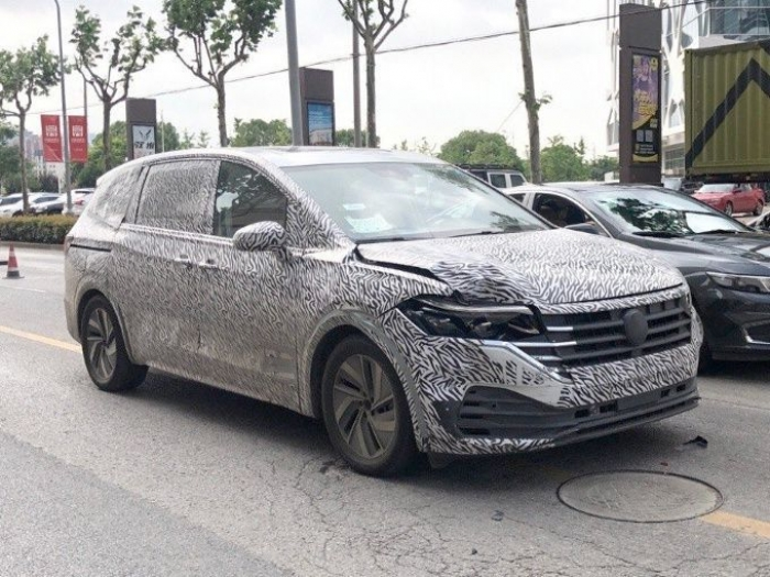 Los prototipos del Volkswagen VarioSport ya ruedan con su carrocería definitiva