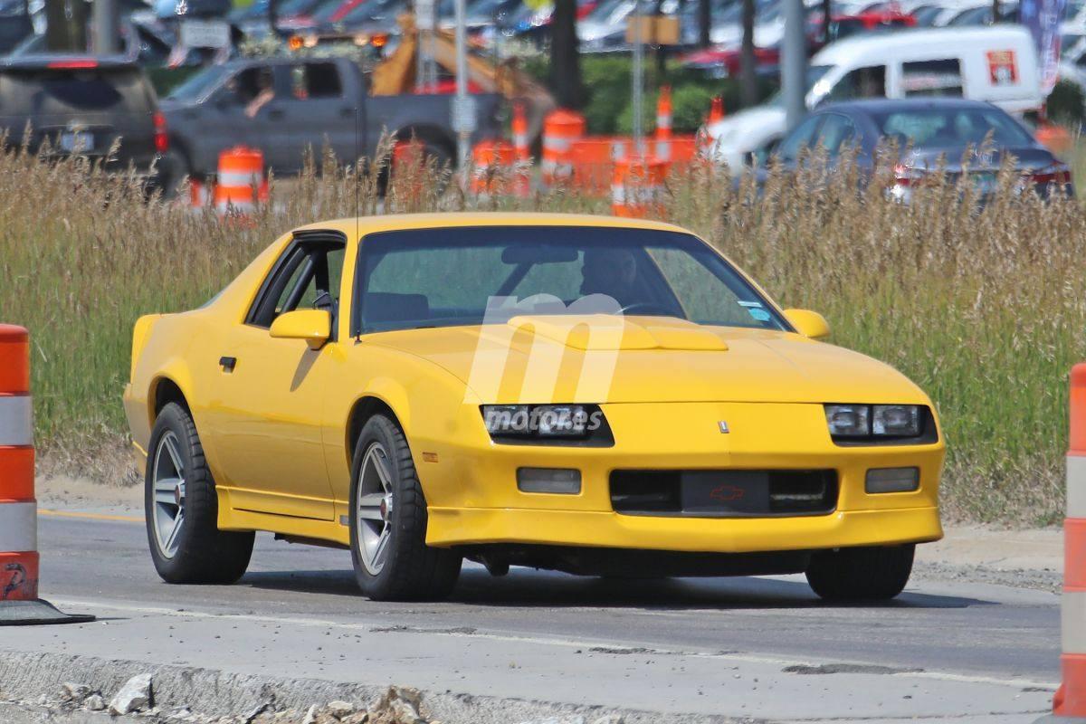 Extraña mula del Chevrolet Camaro Gen-3 cazada en la pista de pruebas de GM