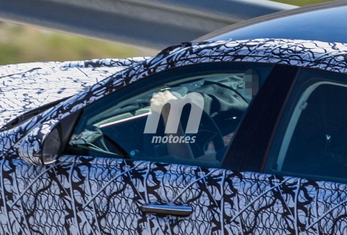 Nuevas fotos espía del Mercedes Clase C 2021 muestran su avanzado interior