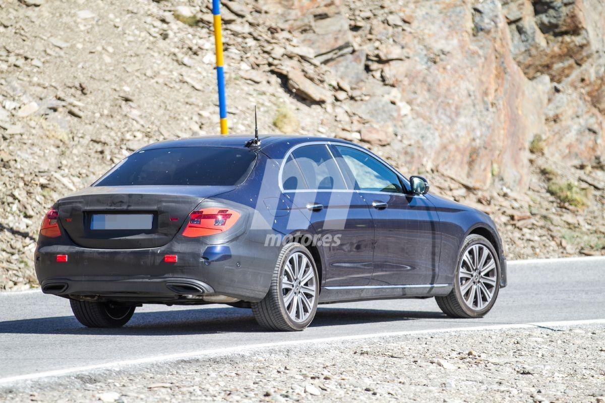El Mercedes Clase E Berlina 2020 evoluciona incluyendo sus nuevas luces traseras