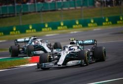 Las claves que explican el lío de estrategias divididas entre Hamilton y Bottas
