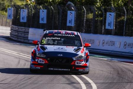Michelisz alcanza la primera pole del WTCR en Vila Real