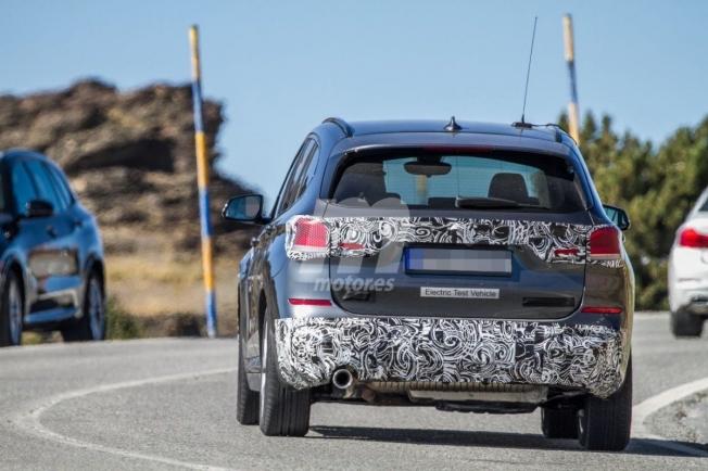 BMW iX1 - foto espía posterior