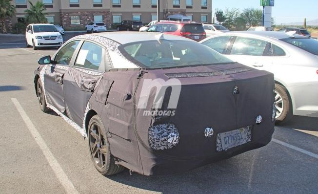 Hyundai Elantra 2020 - foto espía posterior