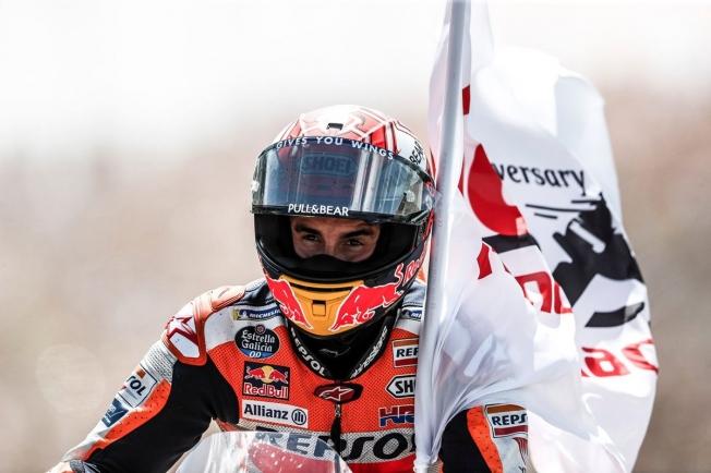Mar en calma para Márquez en la marejada de sus rivales