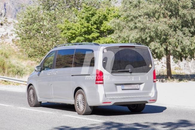 Mercedes EQV - foto espía posterior