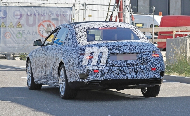 Mercedes-Maybach Clase S 2020 - foto espía posterior