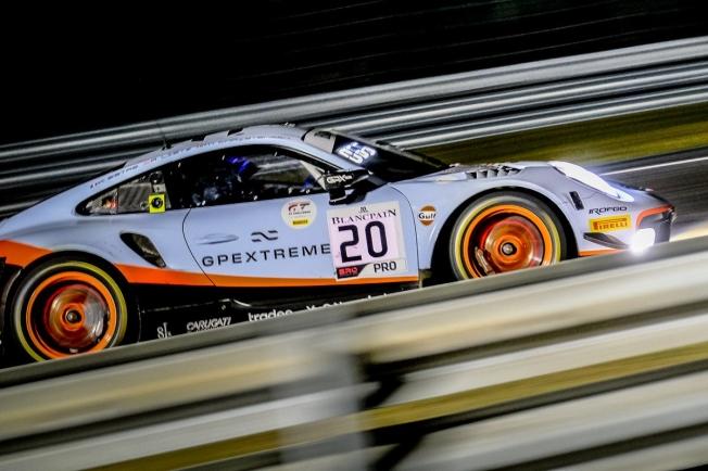 El Porsche #20 se deja ver en la práctica nocturna de Spa