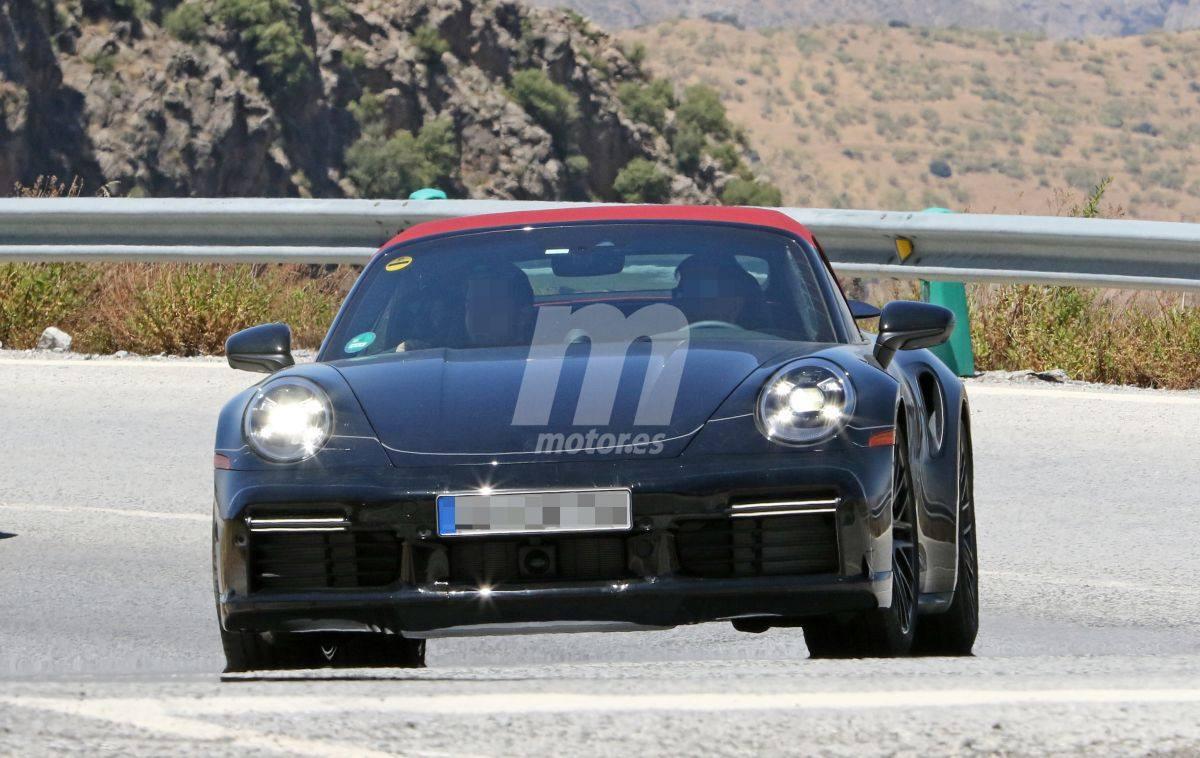 El nuevo Porsche 911 Turbo Cabriolet pierde algo de camuflaje y estrena nueva capota