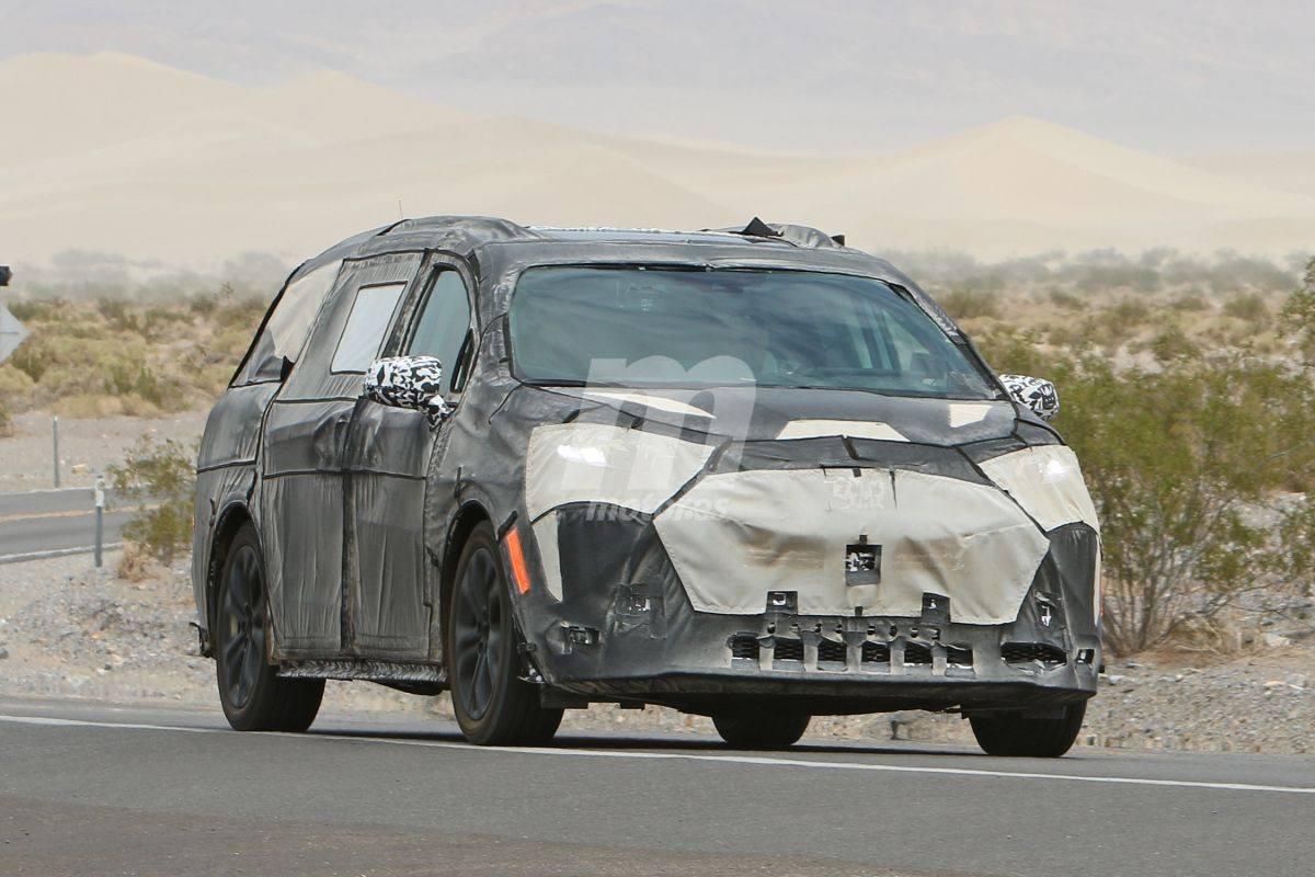 La nueva generación del Toyota Sienna cazada con su carrocería definitiva