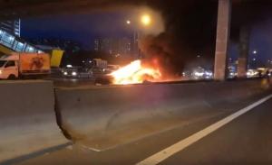 Un accidente a bordo de un Tesla Model S causa 3 heridos tras incendiarse