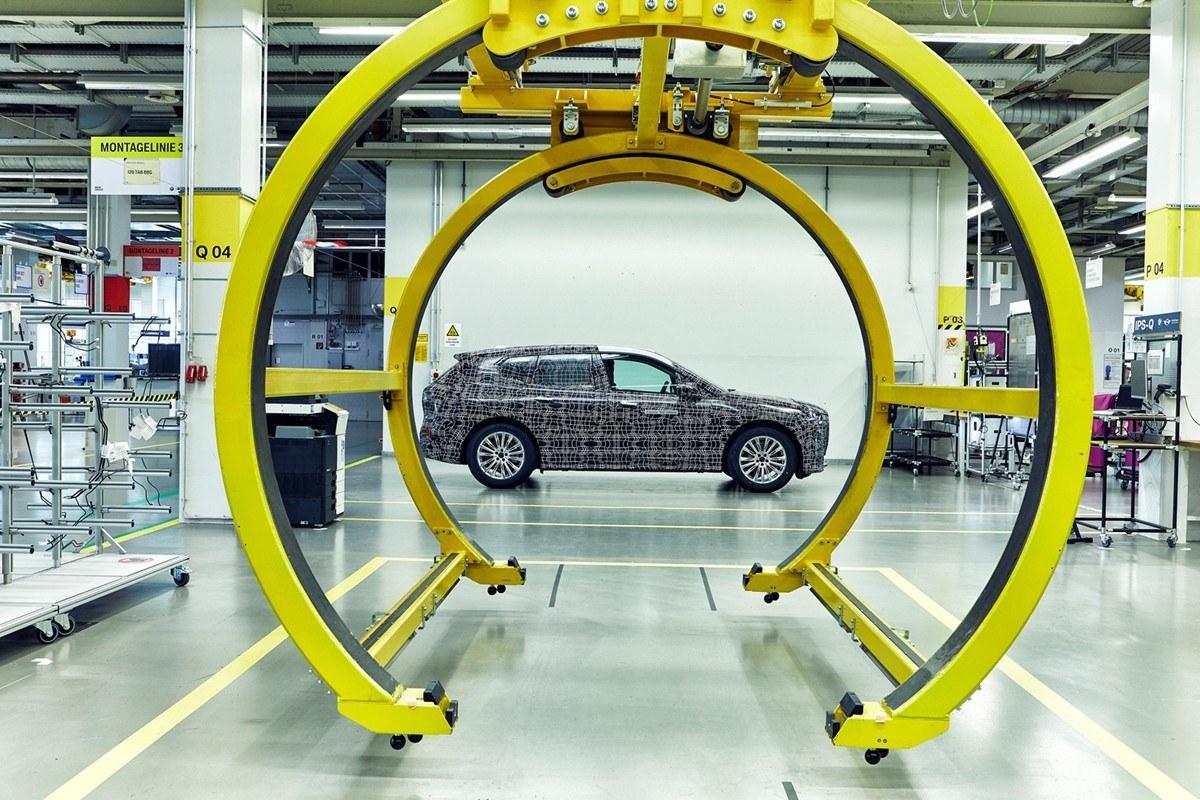 BMW nos enseña el iNext desde la cadena de montaje