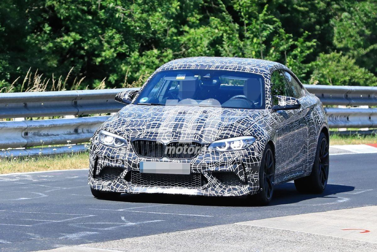 Nuevas fotos espía del BMW M2 CS en Nürburgring dejan a la vista múltiples detalles