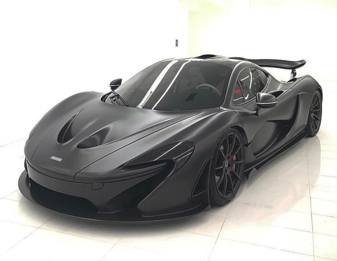 Conoce uno de los pocos McLaren P1 carrozados en fibra de carbono vista [vídeo]