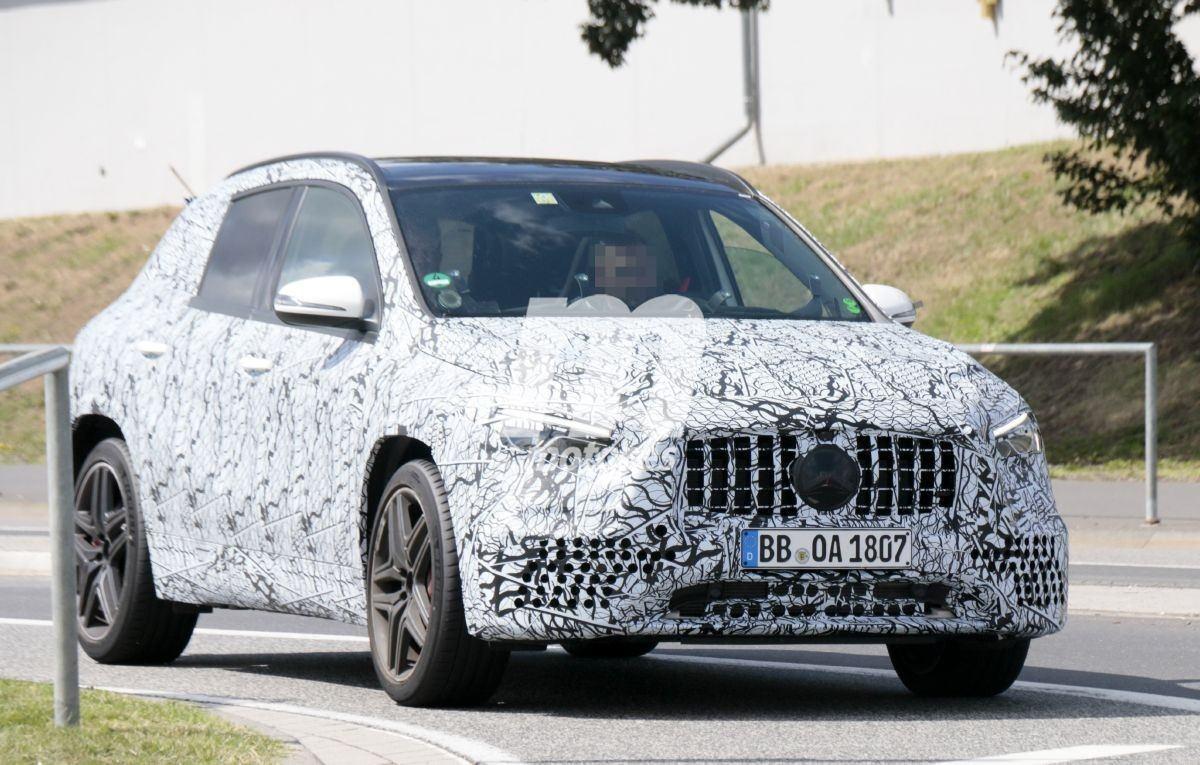 El futuro Mercedes-AMG GLA 35 4MATIC, cazado a las puertas de Nürburgring