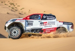 Alonso suma casi mil kilómetros de test con el Toyota Hilux en Namibia
