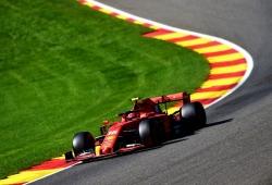 Hamilton sufre un fuerte accidente en unos terceros libres dominados por Leclerc