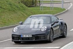 Se acerca el debut mundial del nuevo Porsche 911 Turbo (992), que pierde camuflaje