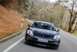 Walter Röhrl, Mark Webber y August Achleitner, dan su veredicto al Porsche Taycan