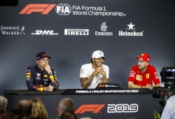 Una rueda de prensa poscarrera convencional... hasta que Alonso fue nombrado