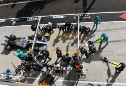 Hamilton le gana la partida a Verstappen gracias a una genial estrategia de Mercedes