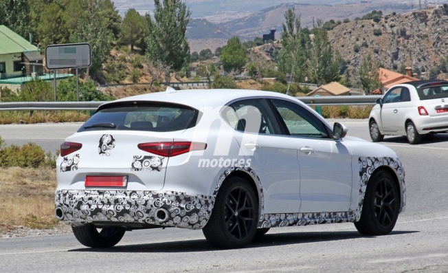 Alfa Romeo Stelvio 2020 - foto espía posterior