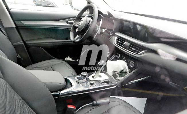 Alfa Romeo Stelvio 2020 - foto espía interior