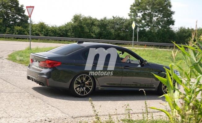 BMW M5 2021 - foto espía posterior
