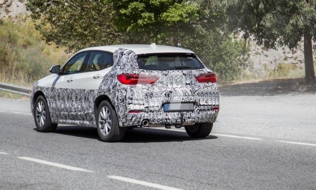 BMW X2 2021 - foto espía posterior