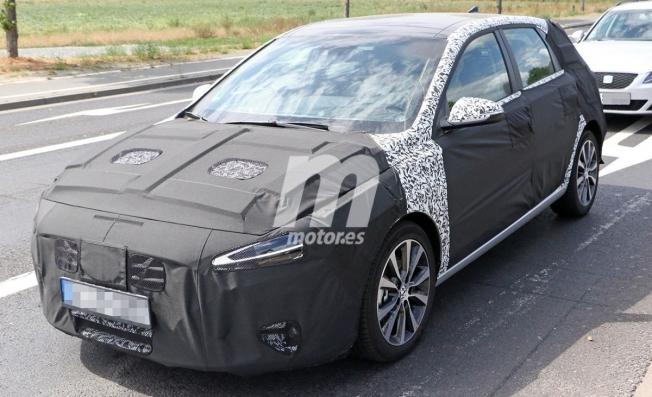 Hyundai i30 híbrido enchufable - foto espía