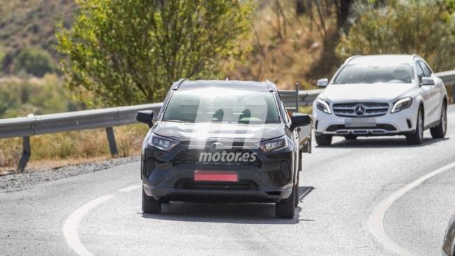 Toyota RAV4 PHEV - foto espía frontal