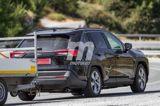 Toyota RAV4 PHEV - foto espía posterior