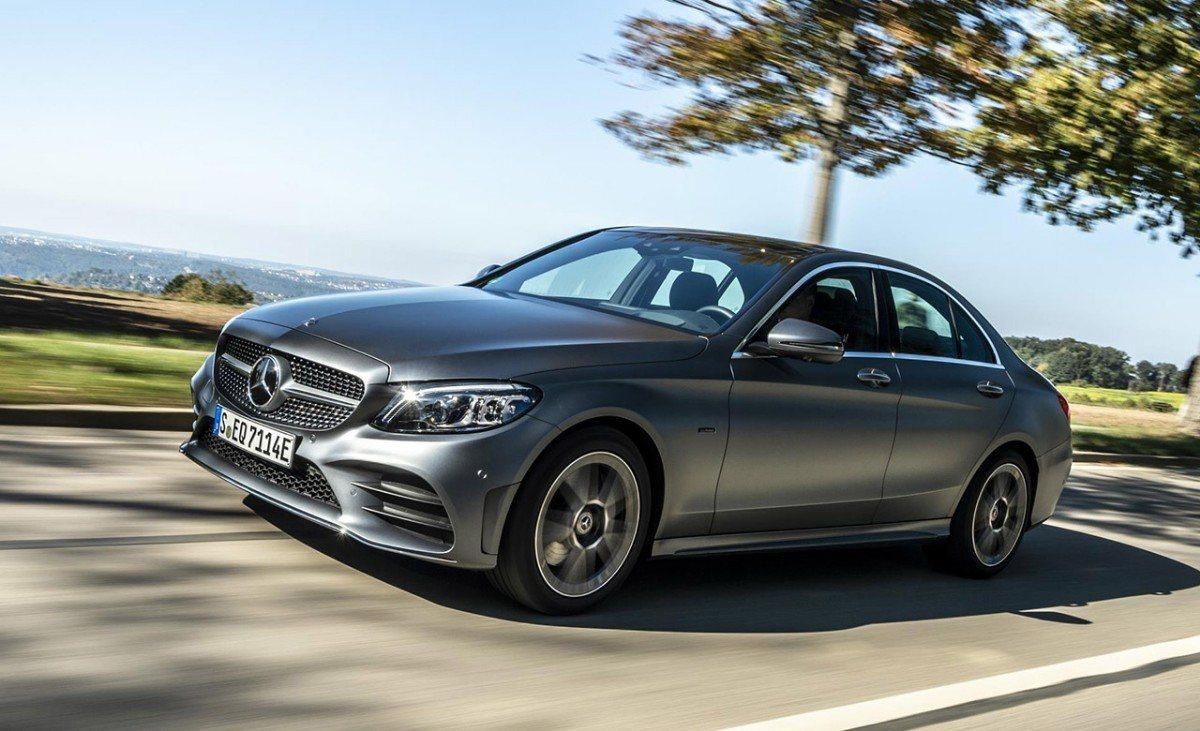 El nuevo Mercedes C 300 e ya está a la venta en España, repasamos sus precios