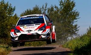 Tänak y Neuville mantienen su lucha en el ecuador del Rally de Alemania