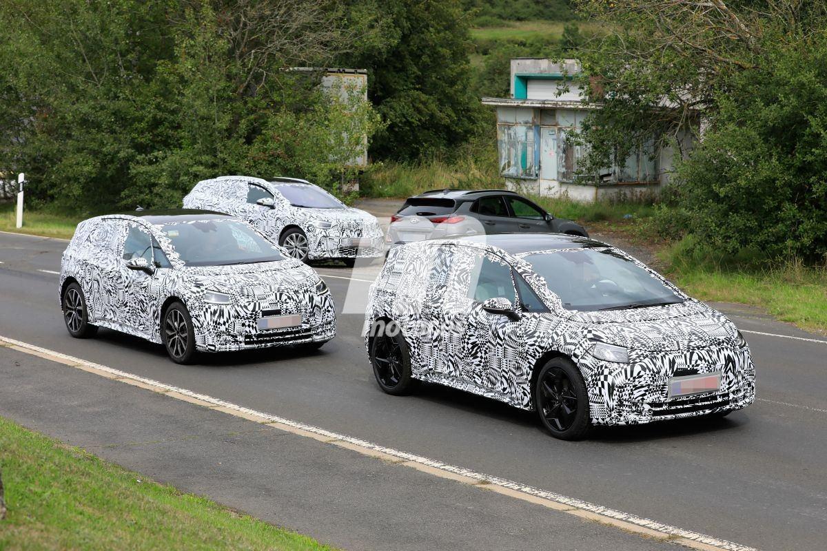 Cazamos al Volkswagen ID.4X acompañado por un ID.3 y un Hyundai Kona eléctrico