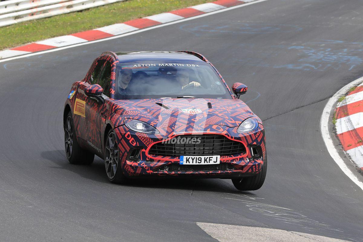 Las unidades de preproducción del Aston Martin DBX se enfrentan a Nürburgring