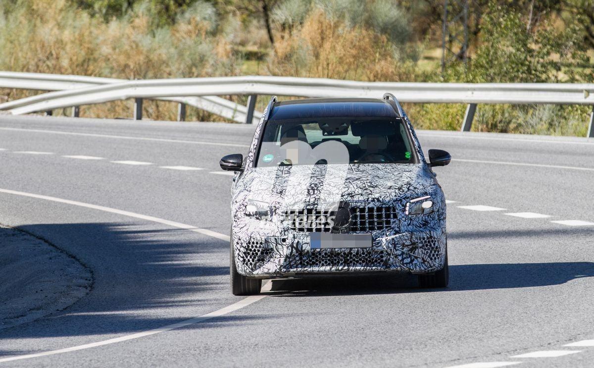 El nuevo Mercedes-AMG GLB 45 4MATIC vuelve a dejarse ver en pruebas de carretera